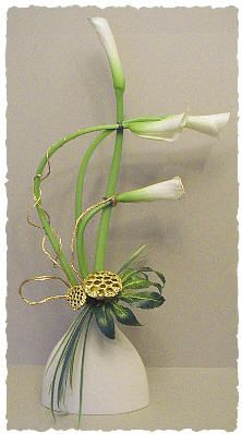 The graceful curves of Calla lilies - Floral Arrangement by Chrissie Harten / A Flower Arranger's Garden