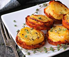 Muffin Tin Potato Stacks with Gouda Cheese. Thinly sliced potatoes layered with onions and smoked gouda cheese baked in muffin tins until tender inside with crispy golden edges outside. Ww Recipes, Vegetarian Recipes, Cooking Recipes, Potato Recipes, Cooking Ideas, Recipies, Potato Sides, Potato Side Dishes, Crispy Roast Potatoes