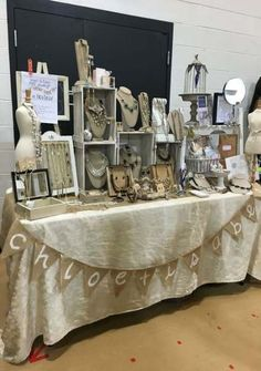 ideas jewerly display booth vendor events for 2019 Stall Display, Vendor Displays, Craft Booth Displays, Market Displays, Display Ideas, Booth Ideas, Vendor Table, Vendor Booth, Jewelry Booth