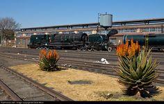 Net Photo: Class GMAM No 4079 South African Railways Steam at Germiston, South Africa by David Benn South African Railways, Steam Railway, Photo Class, Train Engines, Steam Engine, Steam Locomotive, Train Tracks, All Over The World, Motorbikes