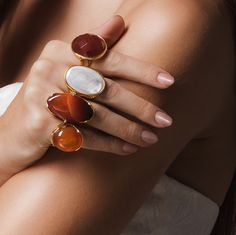 Red agate rings / Anillos agata de fuego / Anéis de agata de fogo  #goldplated #silverplated #rodhiumplated #ring #rings #naturalgemstones #orolaminado #platalaminada #rodiolaminado #anillo #anillos #piedrasnaturales #pedrasnaturais #joyas #joias #fashion #anel #aneis #joiasfolheadas #fashiontips #jcklasvegas #jisshow #expojoya #bisutex #bijorhca #possebon #possebonjoias #possebonjoyas #possebonjewelry Gemstone Rings, Gemstones, Jewelry, Natural Stones, Rings, Jewels, Jewlery, Gems, Jewerly