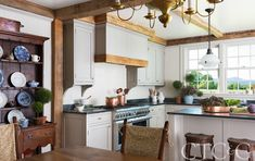 Tour a New Old House with Southern Style in Litchfield County - Cottages & Gardens Modern Farmhouse Style, Farmhouse Chic, Modern Country, Le Ranch, Litchfield County, Wooden Counter, Counter Stools, Beach Cottage Style, Dining Room Walls