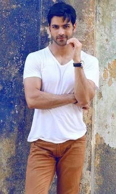Vivek Dahiya Height, Weight, Age, Wife, Affairs & More - StarsUnfolded