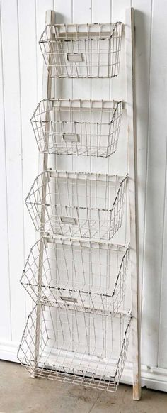 White Wooden Ladder Shelf with Baskets/Vintage/Hampton s Style/French Provincial