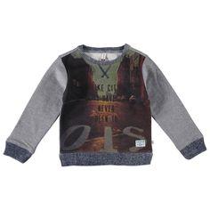 """Kidzface sweater met lange mouw voor jongens in de kleur grijs. Deze coole Kidzface sweater, uit de winter collectie, is gemaakt van katoen met polyester. Draag de sweater op een chino of jeans van Kidzface. Verkrijgbaar in de maten 110-116 t/m 146-152. Op de voorkant een all-over print met de tekst """"I LIKE CITIES I HAVE NEVER BEEN TO"""". De mouwen en de achterkant zijn in een contrastkleur. De uiteinden hebben gebreide boorden en de binnenkant is gebrushed.  Artikelnummer: 6237494 Seizoen…"""