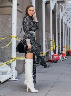 How to Layer a Maxi Dress for Winter Sydne Style wears over the knee boots for fashion week street style White Boots, Sexy Boots, White Knee High Boots, Fall Fashion Trends, Winter Fashion, Fashion Bloggers, Sexy Stiefel, Over The Knee Boot Outfit, Winter Stil