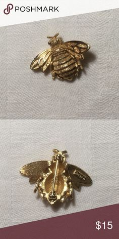 Vintage Avon Honey Bee Brooch Vintage Avon honey bee brooch is gold toned. Has very little wear on the antenna. Signed Avon. Avon Jewelry Brooches