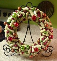 Wine Cork Christmas Wreath - By Sandi K. I am kind of loving this. A great way to use those corks! Wine Craft, Wine Cork Crafts, Wine Bottle Crafts, Wine Bottles, Christmas Projects, Holiday Crafts, Christmas Wreaths, Christmas Decorations, Kitchen Decorations