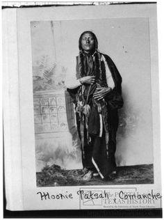 large representation of [Portrait of Moohie Tatsuh, Comanche Warrior]. Side 1 of 1 Native American Artifacts, Native American Tribes, Native American History, Native Americans, American Symbols, Blackfoot Indian, Native Indian, Comanche Warrior, Indian Territory