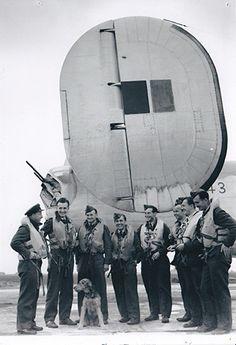 Fotografie z No 1 (C) OTU (Ceskoslovenské operacne výcvikové jednotky). Zleva/from left: Bohuslav TOBYŠKA, Marián PATZELT, Miroslav STYBLÍK (KIA,23rd November 1943/23. listopadu 1943), Ladislav KADLEC (KIA, 13th March 1944/13. brezna 1944), Hanuš AUER, unknown/neznámý, Jaroslav LIŠKA, Alois VOLEK (KIA, 14th March 1945/14. brezna 1945). Archive of Tomáš Jambor. Archiv Tomáše Jambora.