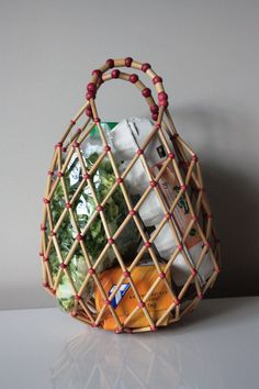 Vintage Bamboo Shopping bag - a nice break from the tote! My Bags, Purses And Bags, Furoshiki, Beaded Bags, Fashion Bags, Bag Accessories, Wicker, Creations, Weaving