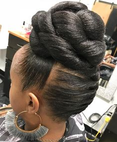 60 Easy and Showy Protective Hairstyles for Natural Hair Sleek Updo with High Chunky Knotted Bun Braided Updo Natural Hair, Protective Hairstyles For Natural Hair, Straight Weave Hairstyles, Natural Curls, Natural Mohawk, Black Hair Updo Hairstyles, Black Women Hairstyles, Braided Hairstyles, Wedding Hairstyles