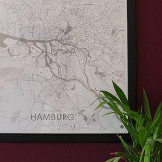 www.urbane-schnitte-und-strukturen.de   www.edition28.de   meine neue posterkarte von hamburg ist fertig und diese macht sich echt gut an der neuen wand. das poster ist 50x70 cm groß und auf 250g-papier/matt gedruckt. bei interesse an der karte einfach pn an mich schreiben. wünsch euch ein schönes wochenende, christian #hamburg #moin #poster #stadtkarte #citymap #map #interior #design #urban #edition28 #urbane-schnitte-und-strukturen #loveit #pocket_germany