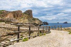 A Mallorca le rodean unos 550 kilómetros de costa. Y Hundredrooms te recomienda las mejores calas para que rodees la isla con la toalla al hombro. ¡Hazte con todas!