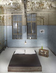 Betten - Bett aus recyceltem Bauholz CÉRESTE - ein Designerstück von johanenlies bei DaWanda