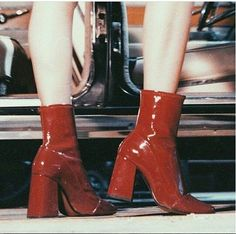 Inspirations and Obsessions - Sweet Paprika Aesthetic Shoes, Red Aesthetic, Aesthetic Clothes, Aesthetic Vintage, Aesthetic Grunge, Aesthetic Bedrooms, Aesthetic Fashion, Dr Shoes, Me Too Shoes