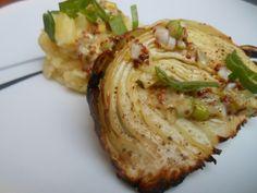 Gebackene Kohlspalten mit Senf-Butter-Sauce, dazu Kartoffelpüree und evtl. ein pochiertes Ei