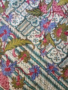 Back ground detail is amazing and elaborate. Batik Pattern, Pattern Paper, Batik Art, Art Of Beauty, Pattern Wallpaper, Ikat, Flower Art, Printing On Fabric, Creations