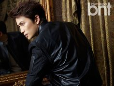 """Ji Sung Welcomes Back His """"Kill Me, Heal Me"""" Personalities For bnt International 