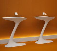 Wolnostojąca umywalka Loft, zaproponowana przez markę Botinger & Roi, . Umywalka pochodzi z kolekcji SQ i została zaprojektowana przez projektanta o nazwisku Baldwin Rust