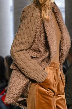 Max Mara Fall 2017 Ready-To-Wear Collection Fashion Details, Look Fashion, Winter Fashion, Womens Fashion, Fashion Trends, Milan Fashion, Ladies Fashion, Fashion Ideas, Max Mara