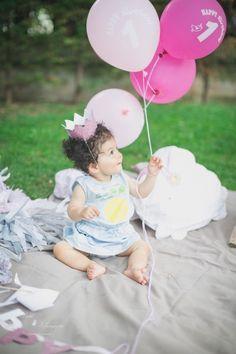 Jolie décoration d'anniversaire de petite fille. Ballons roses pour premier anniversaire. Couronne, ballons, guirlandes en vente sur le site SAVE the DECO http://www.savethedeco.com/51-accessoires-et-cadeaux-bapteme-baby-shower-et-anniversaire