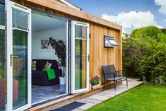 Our inspiration building makes the perfect summer house, fantastic for warm summer evenings when you want the outdoor feeling whilst relaxing stress-free. Chill Out Room, Garden Office, Tiny House, Shed, Outdoor Structures, Building, Outdoor Decor, Green, Summer