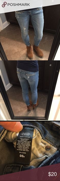 Express jeans 00 R Express jeans 00R. These are super cute. Selling for my sister   They fit me great but they are small on her so she wants to sell. I'm 5'1 for reference so they are a little short for being regular length. Maybe they are supposed to be that way?😊. I measured the inseam at 26.5 inches Express Jeans Skinny