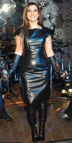 women in leather Leder Outfits, Dress Attire, Black Leather Dresses, Leather Corset, Leather Gloves, Latex Dress, Sexy Boots, Dress With Boots, Leather Fashion