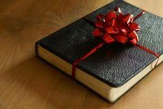 La meditación para hoy... Compártela... ¿...Cuántas veces hemos rechazado y perdido las Bendiciones de Dios o las oportunidades de disfrutar y/o vivir algo, porque no vienen envueltas en paquetes hermosos, como nosotros esperamos...? http://danielramosmusic.com/el-regalo-encubierto/