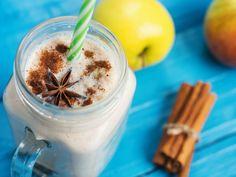 Los licuados a base de avena representan siempre una solución perfecta para los desayunos. Los batidos son muy ricos y nutritivos además de brindan todas las propiedades de este ingrediente que va bien prácticamente con todo. La avena tiene un sabor muy neutro, contiene altas cantidades de nutrientes como fibra, proteínas, vitaminas del complejo B … Healthy Juice Recipes, Healthy Detox, Healthy Juices, Detox Recipes, Healthy Drinks, Smoothie Recipes, Healthy Milkshake, Natural Detox Drinks, Vegetarian
