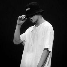 bts black and white bts b&w b&w edit b&w aesthetic bts icons black and white icons Foto Bts, Foto Jungkook, Bts Taehyung, Jhope, Jung Kook, Bts Black And White, Jeongguk Jeon, Le Clown, Jungkook Aesthetic
