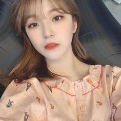 Kpop Girl Groups, Korean Girl Groups, Kpop Girls, Aesthetic Fonts, Aesthetic Grunge, Ritual Magic, Boy Idols, Grunge Girl, Selfie