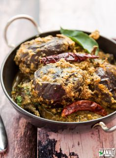 Baghare Baingan - Eggplant Curry With Coconut & Peanuts - Cook With Manali Easy Indian Recipes, Asian Recipes, Tea Recipes, Cooking Recipes, Recipies, Cooking Beef, Fresco, Eggplant Curry, Vegan Eggplant