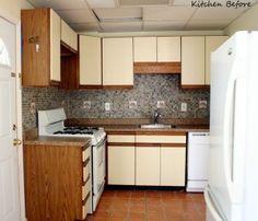 kitchen before van Blogster Design Manifest. Ze toverde deze oude keuken om tot een frisse wit-turkooise keuken met pimped Ikea stuff.