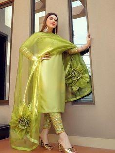 Pakistani Fashion Party Wear, Pakistani Wedding Outfits, Indian Bridal Outfits, Pakistani Dress Design, Pakistani Bridal Dresses, Indian Fashion, Wedding Dresses, Designer Party Wear Dresses, Kurti Designs Party Wear