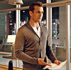 Trajes Harvey Specter, Harvey Specter Suits, Suits Harvey, Suits Tv Series, Suits Tv Shows, Sarah Rafferty, Gabriel Macht, Suits Usa, Mens Suits