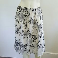 WHITE HOUSE BLACK MARKET SKIRT Good condition  Has small spot on side, see 3rd photo  Needs dry cleaning White House Black Market Skirts