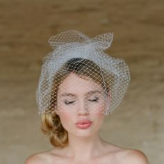 Weddbook ♥ mini-voile et chignon de mariée à volants