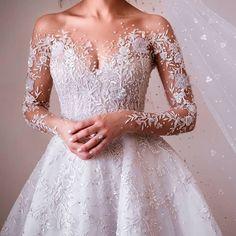 6 Beautiful Wedding Dress Trends in 2020 Wedding Dress Gallery, Wedding Dress Trends, Long Wedding Dresses, Bridal Dresses, Wedding Gowns, Wedding Dress Cake, Bridesmaid Dresses, Wedding Ideas, Bridesmaid Proposal
