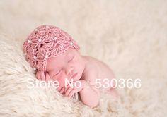 gratis verzending voor de schattige rode parel stijl met de hand gehaakt babymutsje fotografie rekwisieten pasgeboren baby cap