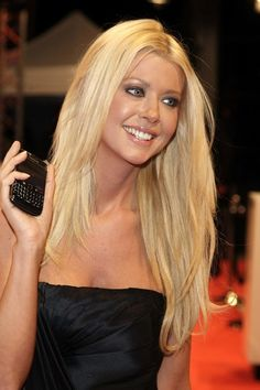 Sexy long straight hairstyle from Tara Reid