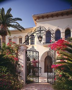 Spanish style homes – Mediterranean Home Decor Mediterranean Style Homes, Mediterranean Architecture, Spanish Style Homes, Spanish House, Spanish Colonial, Villa, Hacienda Style, Tuscan Style, My Dream Home