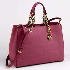 Never goes out of style!!! Love these handbags gotta have them all.