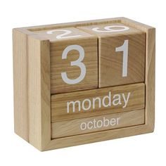 SILENGKAP: 50 Creative DIY Calendar From Wooden Design Ideas The falta nufactured parques gym calles Wooden Calendar, Diy Calendar, Calendar Design, Desk Calendars, Wood Projects, Woodworking Projects, Wall Letter Decals, Wood Crafts, Diy And Crafts