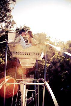 Ideia para fotografia de casamento em roda-gigante   Ferris wheel wedding photo idea
