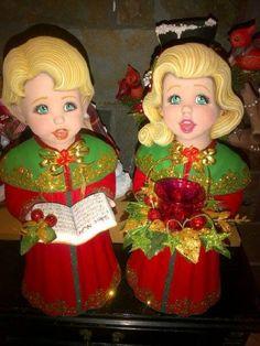 ADORNOS NAVIDEÑOS DE CERAMICA Christmas Crafts, Christmas Decorations, Xmas, Christmas Ornaments, Holiday Decor, Ladies Gents, Ceramic Bisque, Vintage Ladies, Santa