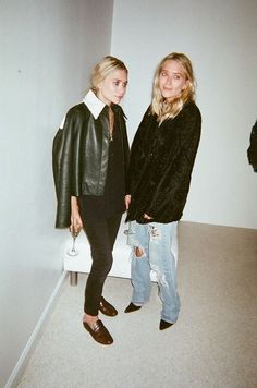 Mary Kate and Ashley Olsen: Fashion Line The Row is Born Out of Granny Chic All major looks of the Olsen twins. Mary Kate Ashley, Ashley Olsen Style, Olsen Twins Style, Looks Style, Style Me, Style Blog, Easy Style, Olsen Fashion, Olsen Sister