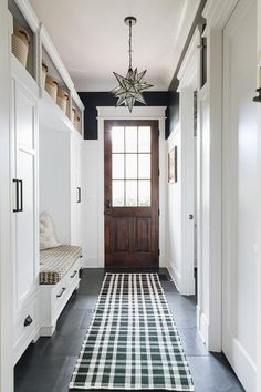 Dash & Albert rug - really cute! Mudroom with wainscoting, black walls painted in Benjamin Moore Black and built-ins painted in Benjamin Moore Decorators White Flooring is Black Slate Tile and lighting is Moravian Star pendant Black Painted Walls, Black Walls, Style At Home, Vestibule, Flur Design, Porche, Room Tiles, Home Fashion, Built Ins