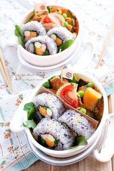 日本人のごはん/お弁当 Japanese meals/Bento 紫ごはんで巻いてありますね。Now that's a Bento!